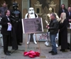 Carrie Fisher commemorata a Hollywood dai fan di Star Wars