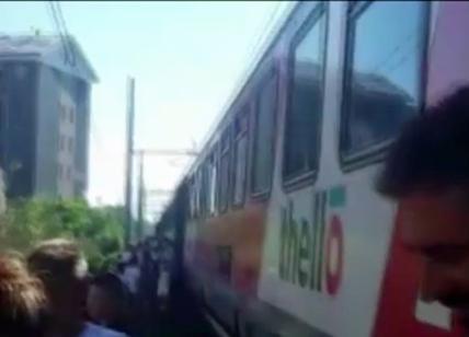 Viaggio da incubo: treno fermo per quasi 2 ore sotto il sole