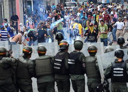 Venezuela: media, mosse regionali per una uscita di Maduro