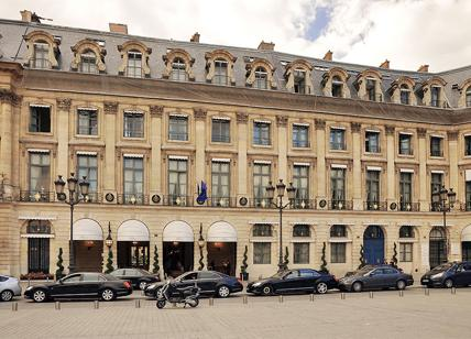 Hotel Ritz, a Parigi all\'asta 10mila mobili. C\'è anche il divano di ...