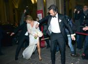 Carlo Cracco sposa Rosa Fanti. Incidente hot: la sposa resta in mutande. FOTO