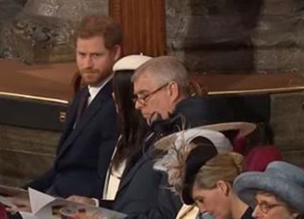 Meghan Markle, gaffe in chiesa col principe Harry. Meghan Markle: il video