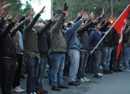Cassazione: il saluto fascista non è reato se è solo per commemorare