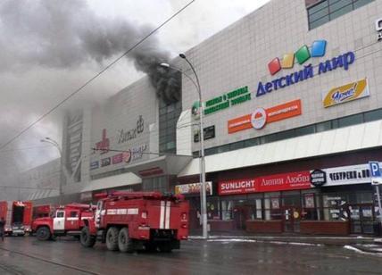 Russia: incendio al mall, 64 morti