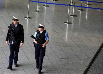 La polizia ha sgomberato l'aeroporto di Francoforte