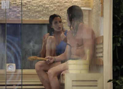 ragazzo che si fa la doccia chat una amica