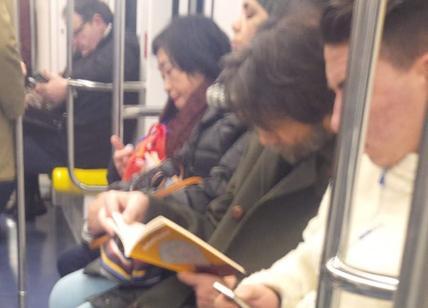 cacciari legge i libri di fusaro di nascosto.