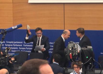 Moscovici replica a Ciocca: pesta fogli? Si ride, ma rischio fascismo