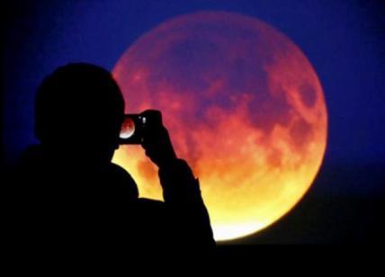 Eclissi di luna: l'evento venerdì 27 durerà un'ora e 43 minuti