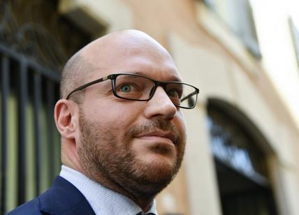 Famiglie gay, Tiziano Ferro risponde al ministro Fontana. In tre lingue