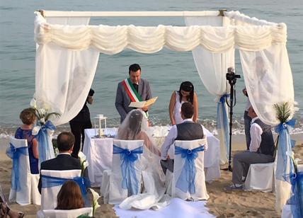 Matrimonio Spiaggia Taranto : Salento a ugento celebrato il primo matrimonio in spiaggia