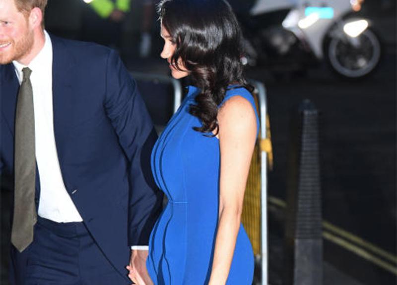 Meghan Markle vestito blu pancino sospetto ape 2