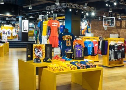 Il basket Usa sbarca a Milano  presto il primo Nba store d Europa ... 40424f00174f