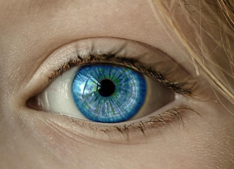 Dickliner, la nuova moda di disegnarsi un pene intorno agli occhi - ambersun.lt