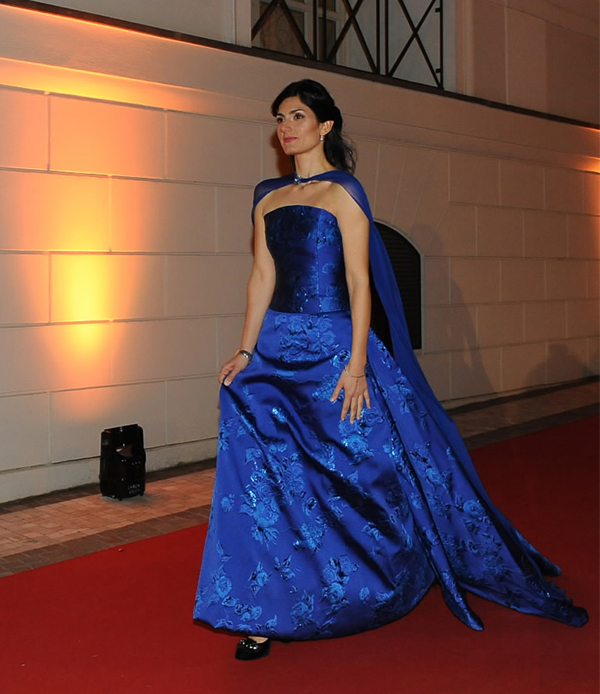sale retailer 71245 96f49 Virginia Raggi look: abito blu elettrico firmato Renato ...