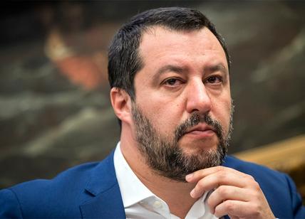 """Salvini invita a votare Lega. Pd: """"Silenzio violato"""". Affluenza in calo"""