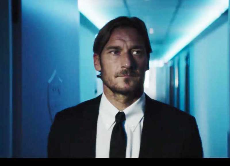 Venom contagia Francesco Totti e l'AS Roma nello spot del film Sony
