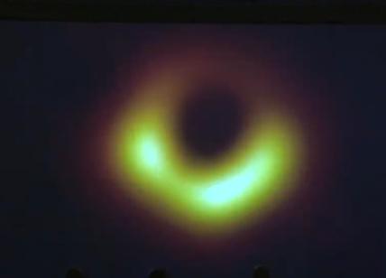 Ecco com'è fatto un buco nero: pubblicata la prima, storica foto