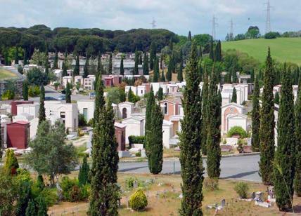 Ognissanti e defunti, rischio focolai nei cimiteri di Roma: l'Ama li blinda