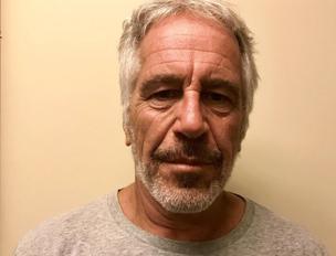 """Epstein: """"tre 12enni in regalo"""". Il fratello l'unico erede"""