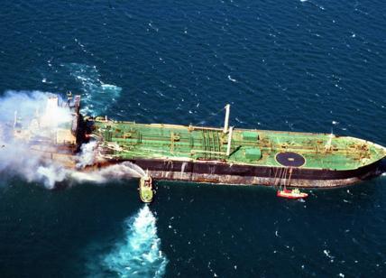 Petroliera iraniana esplode vicino al porto saudita di Gedda, sospetto attacco terroristico