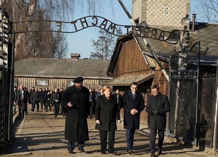 Merkel ad Auschwitz: