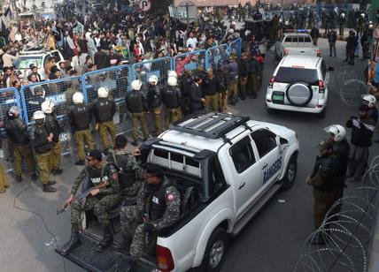 Pakistan: attacco a hotel di lusso