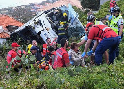 Portogallo, si ribalta bus turistico sull'isola di Madeira, diversi morti