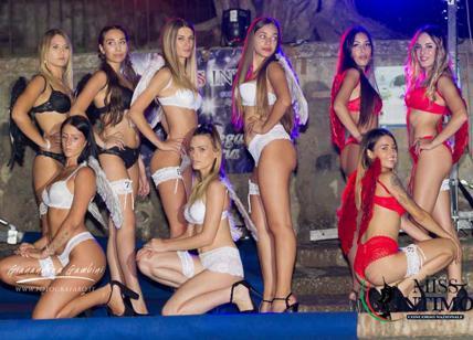 Miss Intimo Domenica Sera La Guerra Della Vera Bellezza Desnuda O