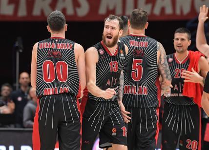 Basket, l'Olimpia Milano ritira la maglia n. 11 di Dino Meneghin