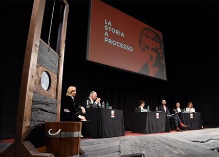 Robespierre è innocente la sentenza che ribalta la storia al Teatro Eliseo