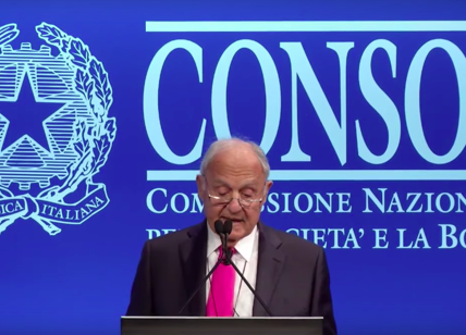 Savona critica Ue ed enti sovranazionali: 'Controllano Paesi membri tramite speculazione'