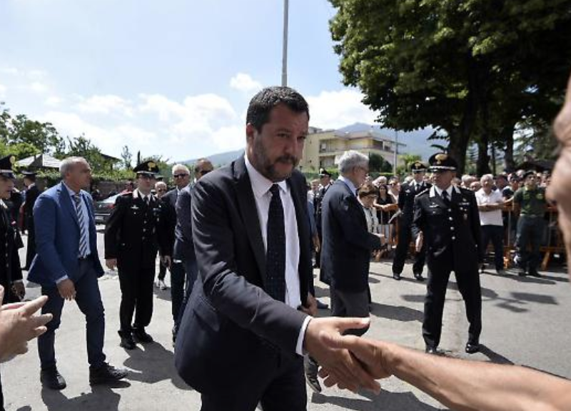 Funerali Carabiniere Ucciso Ovazione Per Salvini Fai Giustizia Per Mario Affaritaliani It