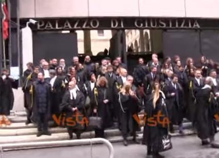 Prescrizione, avvocati in corteo a Genova contro la riforma Bonafede. Video