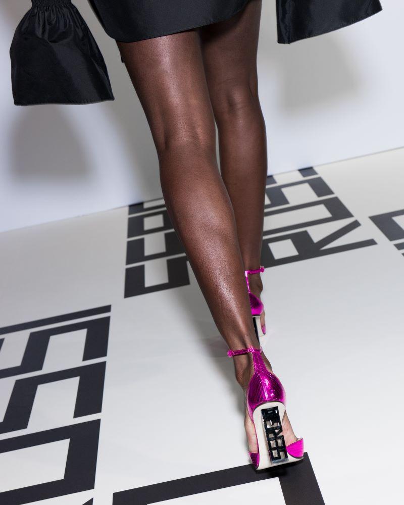 huge discount 6b66e 10fb0 Sergio Rossi presenta la nuova collezione Sergio Super Heel ...