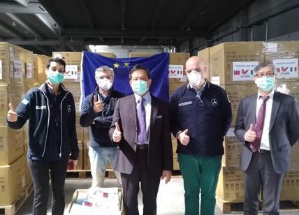 Coronavirus, arrivate a Fiumicino 500 mila mascherine donate da Taiwan