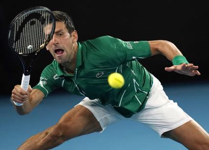 Melbourne, Djokovic batte in 3 set Federer e vola in finale