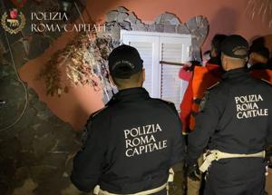 Casamonica, blitz all'alba: al via sgombero-abbattimento ville abusive. Video