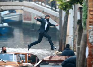 Mission Impossible 7, Tom Cruise a Venezia salta fra le barche. FOTO GALLERY