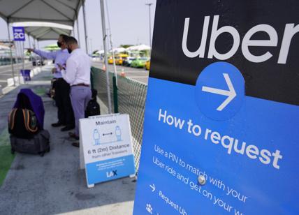 """Migranti, commissaria Ue lancia l'allarme: """"Usano Uber per entrare in Europa"""""""