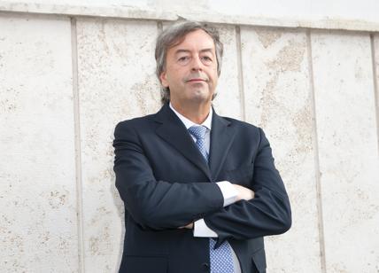 """A Roberto Burioni, che disse ai non vaccinati: """"Chiusi in casa come sorci"""""""