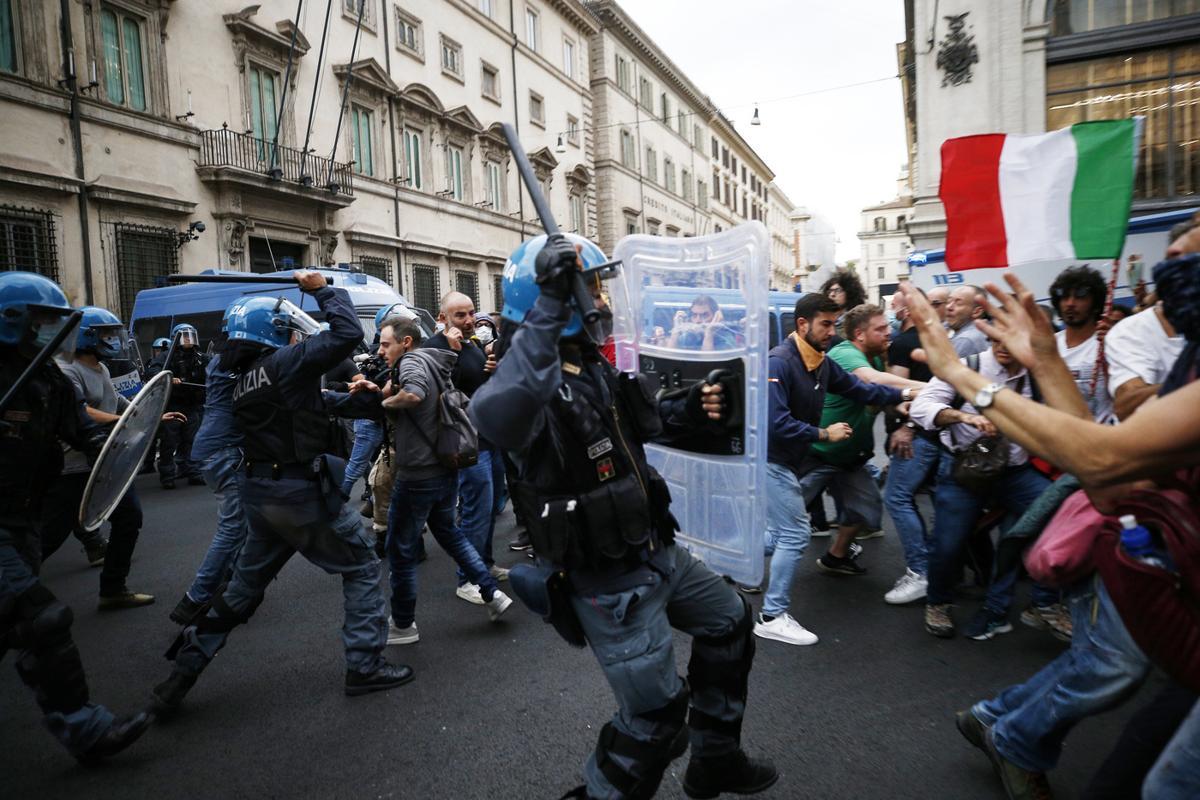 Giuliano Castellino e Roberto Fiore, chi sono gli arrestati di Forza Nuova
