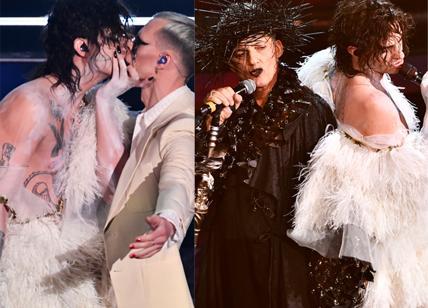 Sanremo 2021, Achille Lauro: bacio con Boss Doms e duetto punk con Fiorello