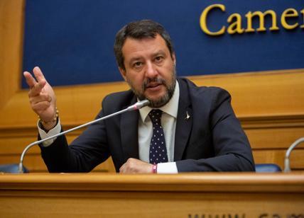 """Covid, Salvini: """"Licenziare Arcuri. Aprire ristoranti, palestre e teatri"""""""