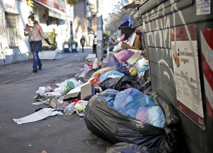 Roma nel caos rifiuti, Zingaretti: maxi gara Invitalia per spedirli all'estero