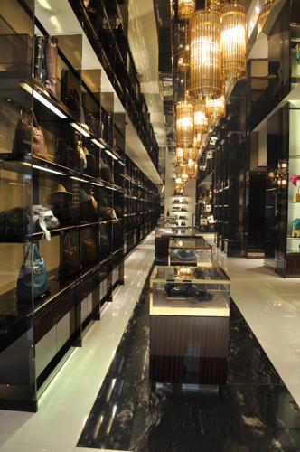 Gucci celebra la riapertura del negozio di via Montenapoleone con una nuova  borsa - Affaritaliani.it ac828b2f39d7