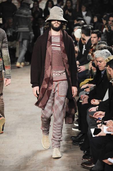 371d35e79226 Guarda la gallery. A Milano sfila la moda uomo e il protagonista assoluto è  il cappotto. Da ...