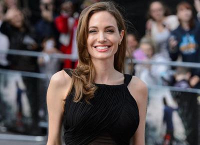 Angelina Jolie colpita da paralisi di Bell: