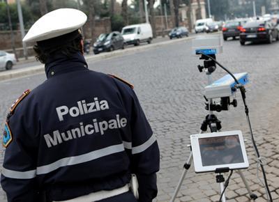 Roma, due vigili investiti: uno è in gravi condizioni