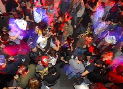 Rimini: minorenne violentata in discoteca. Denuncia dopo video fatto dalle amiche